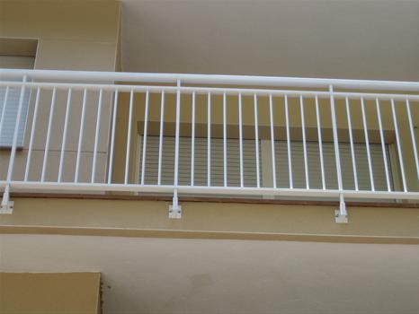 Cerrajer a gil carpinter a de hierro y aluminio vall d - Barandilla de aluminio ...