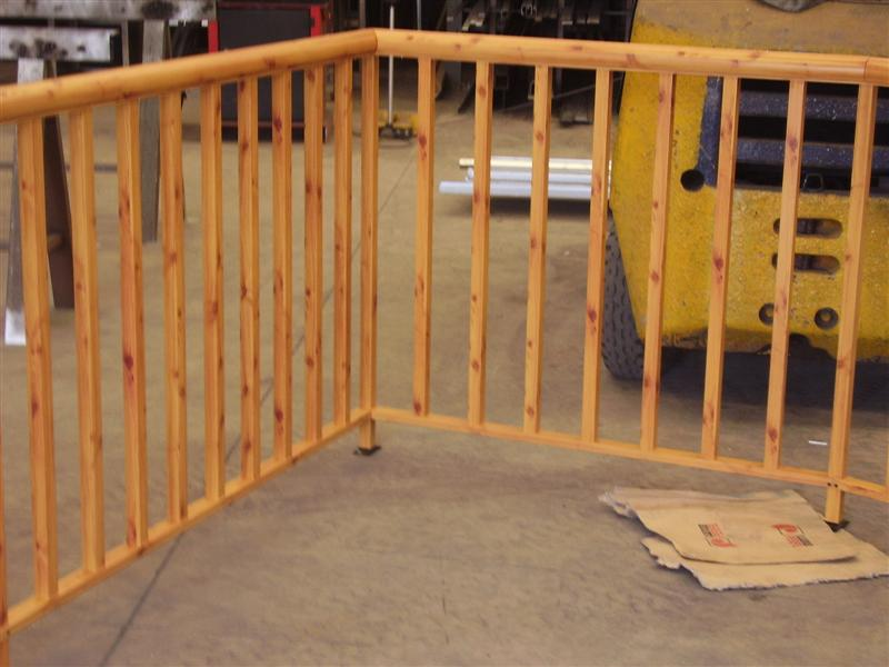 Cerrajer a gil carpinter a de hierro y aluminio vall d for Barandillas de madera para interior