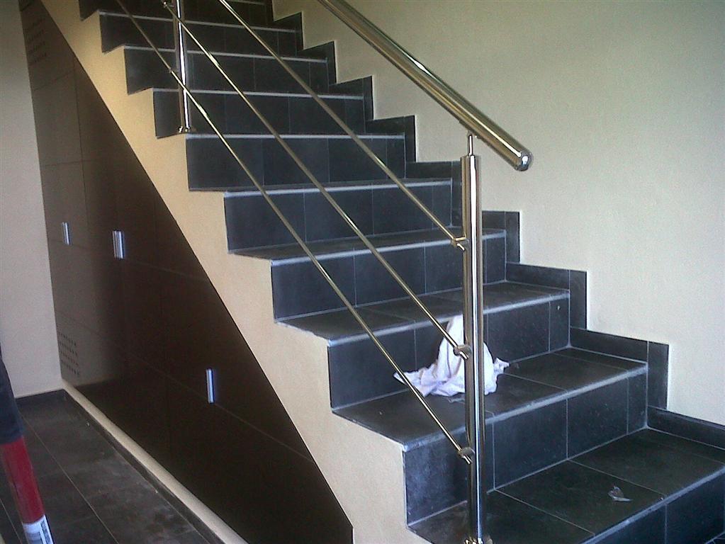 Cerrajer a gil carpinter a de hierro y aluminio vall d - Escaleras con barandilla de cristal ...