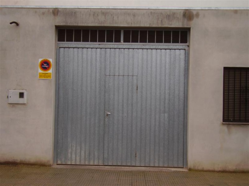 Cerrajer a gil carpinter a de hierro y aluminio vall d 39 alba castell n - Puerta garaje abatible ...