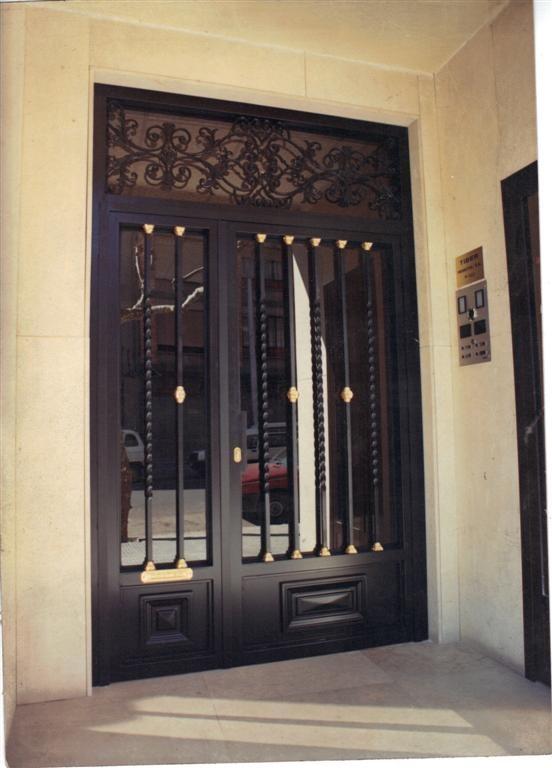 Cerrajer a gil carpinter a de hierro y aluminio vall d - Puertas con cristales de colores ...