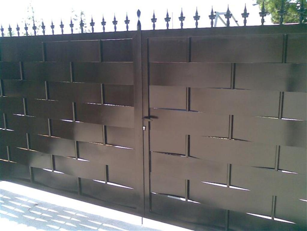 Cerrajer a gil carpinter a de hierro y aluminio vall d for Modelos de puertas de garaje