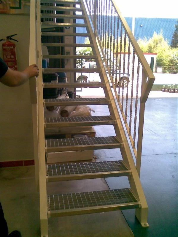 Cerrajer a gil carpinter a de hierro y aluminio vall d for Armar escalera metalica