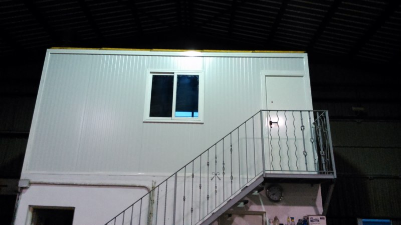 Caseta de panel sandwich gallery of casa nueva a estrenar for Casetas metalicas usadas