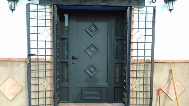 Cerrajer a gil carpinter a de hierro y aluminio vall d for Puertas de entrada de hierro