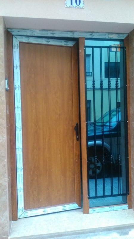 Cerrajer a gil carpinter a de hierro y aluminio vall d - Puertas de exterior de pvc ...